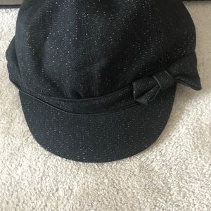 Accessories - Ladies nice hat with bow in good condition.